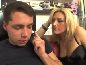 Mistress transex with kinky boots abusign a poor italia
