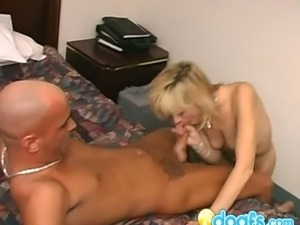 Amateur blonde wife goes to vegas to cheat on husband