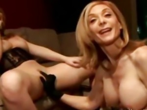 Milf Nina Hartley teaches how to eat pussy