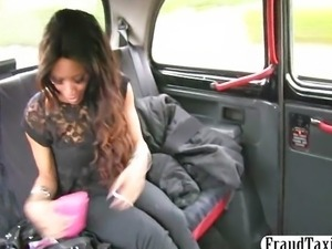 Ebony amateur anal fucked in back of a taxi