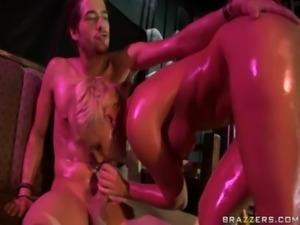 Busty naked blonde slut in the club gets a blowjob free
