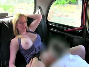 A sexy picked up blonde amateur gets oralsex from taxi driver