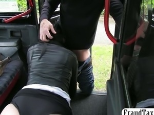 Amateur with no money facial jizzed in a taxi