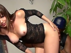 Hot babe Dana DeArmond makes out with ebony stallion Sean Michaels