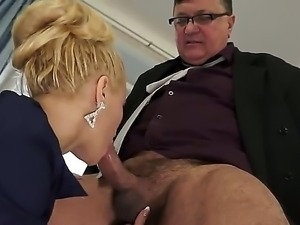 Slutty blonde babe Charry gives a steamy deepthroat to the boss fat ramrod