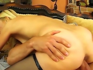 Johnny Castle gets hard fucked by nasty milf Payton Leigh wich enjoys riding...