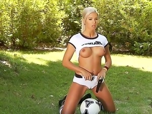 Check out with glamourous sporty smoking hot blonde babe Ashley Bulgari