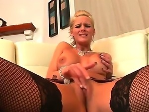 Amazing blonde with extreme boobs Phoenix Marie tries to satisfy her...