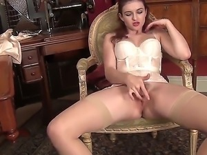 Marvelous babe with an amazing body Fawna Latrisch is showing her brand new...
