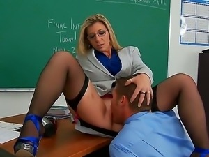 Mature teacher Sarah Jay gets pleased by hunk Chris Johnson and his long cock