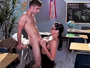 Geeky gorgeous secretary gets down on boss and sucks cock before hot sex...