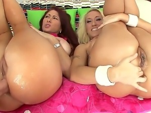 Alana Evans and Tiffany Mynxs asses need to be thoroughly oiled up before...