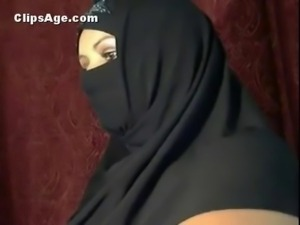 Arab lady showing off her boobs pussy and ass on webcam