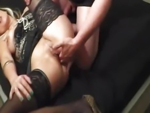 Fisting my girlfriends cunt till she squirts