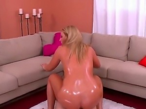 Long haired blonde hottie Payton Simmons with perfect oiled ass and natural...