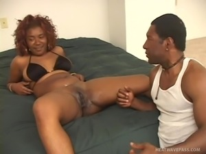 black lady gets her pussy shaved