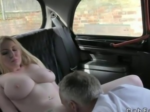 Huge boobs blonde pussy fucked in a taxi
