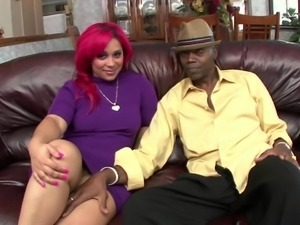 creole chick shakes her massive ass on a bbc