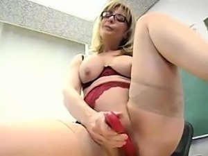 Teacher Masturbates In The Classroom