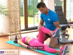 FitnessRooms Gym instructor pulls down her yoga pants for sex