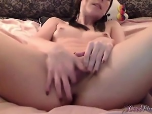 tight babe Solo masturbating on Webcam
