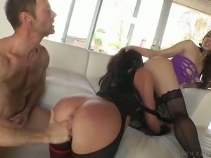 Tiffany Tyler is enjoying some intense threesome banging with Rocco Siffredi