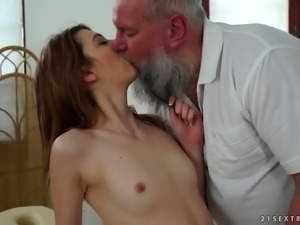 This old fart is one experienced masseur and he gets to fuck a sexy coed