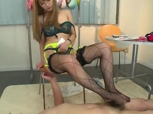 japanese hottie gives a hot footjob