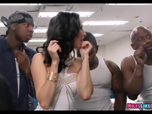 Peite MILF gangbanged in jail by black dudes