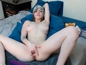 Redhead Vika fingering on bed